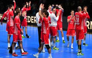 Los jugadores croatas saludan al público en Montpellier tras...