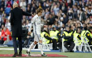 Modric, en el momento de ser sustituido ante el Málaga.