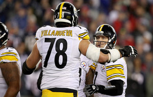 Alejandro Villanueva jugando con los Steelers ante los Patriots en el...