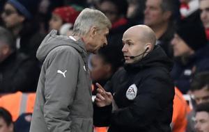 Wenger tuvo varias disputas con los colegiados