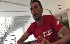 Vincenzo Nibali durante la charla con los periodistas españoles en...