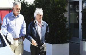 Chase Corey, nuevo CEO de la F1, junto a Ecclestone