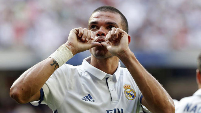 Pepe celebra un gol con el Real Madrid.