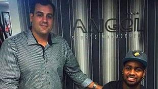 Dedé (Cruzeiro), junto a Marcio Cezar, uno de sus socios en...