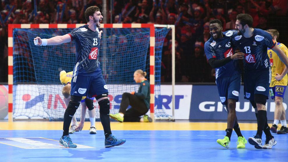 Los jugadores franceses celebran su clasificación para las...