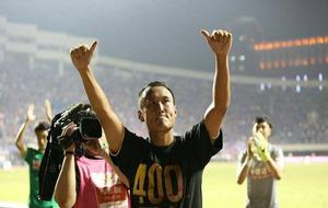 Xu Yunglong con una camiseta commemorativa el día que cumplió los...