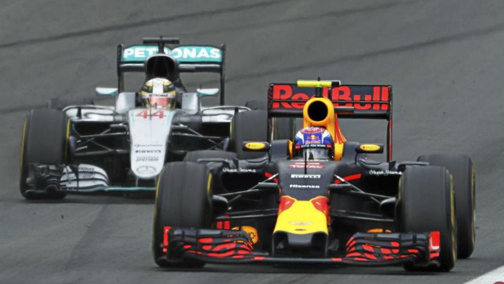 Verstappen rueda por delante de Hamilton en el Gran Premio de Austria