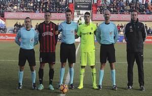 El cántabro Arias López junto a sus asistentes y los capitanes de...