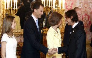 El Rey Felipe VI saluda a Nadal durante una recepción