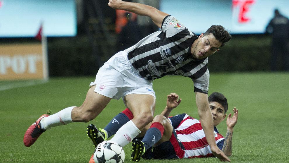 Fernando Meza durante el partido del Apertura 2016 ante Chivas.