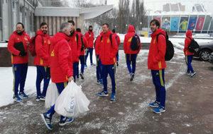 Los jugadores españoles, a la llegada al pabellón antes de un...