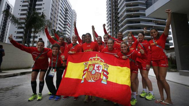 La selección española de balonmano en la Villa Olimpica de Río.