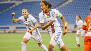 Wendie Renard celebra un gol con el Olympique de Lyon.