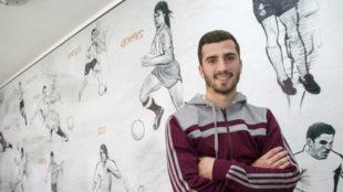 Jos� Luis Gay� (21) posa en la ciudad deportiva de Paterna.