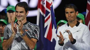 Federer y Nadal durante la entrega de trofeos