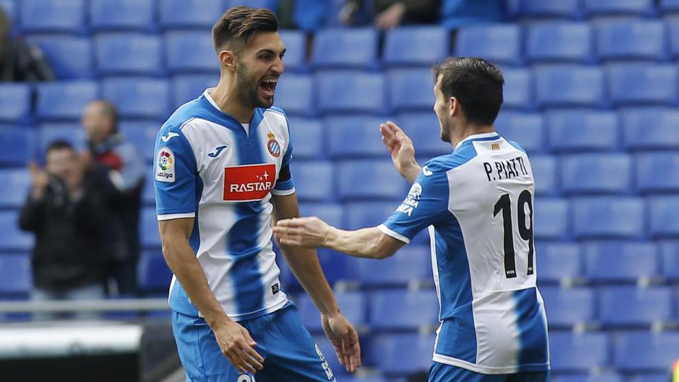 Marc Navarro y Piatti delebran un gol