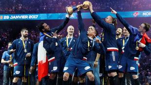 Los jugadores franceses, con el trofeo de campeones del mundo.