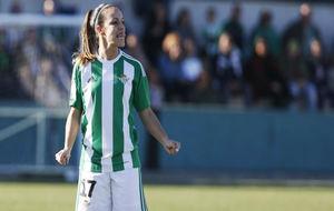 María Suárez durante un partido en la Ciudad Deportiva Luis del Sol.