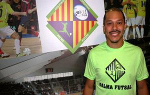 Helinho, durante su presentación como jugador del Palma Futsal hace...