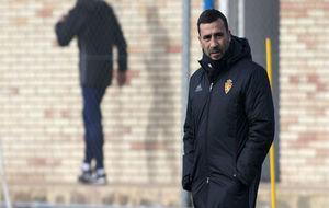 Raúl Agné, con rostro serio, durante el entrenamiento de ayer lunes.