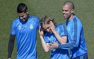 James, Modric y Pepe, durante un entrenamiento.