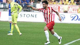 Chuli celebrando un gol en su etapa en el Almería.