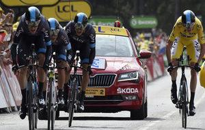 El 'Sky', en la contrarreloj por equipos del Tour 2015.