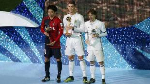 Shibasaki, Bal�n de Bronce del Mundial de Clubes en el podio con...
