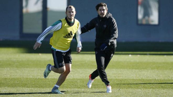 Zozulya, en un entrenamiento con Víctor