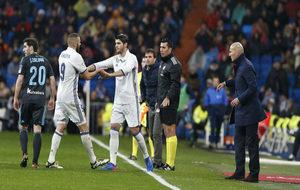 Álvaro Morata sale en sustitución de Benzema en un partido en el...