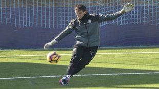 Pau Torres, durante un entrenamiento reciente en Valladolid