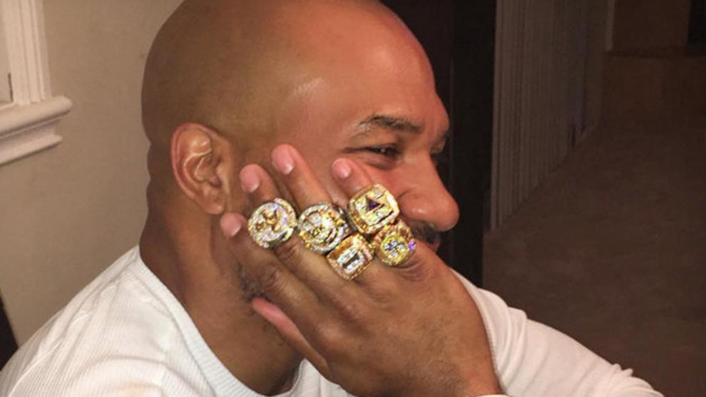Le robaron los cinco anillos de campeón a Derek Fisher