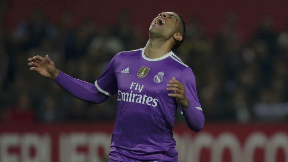 Mariano se lamenta tras una ocasión perdida en un partido con el...