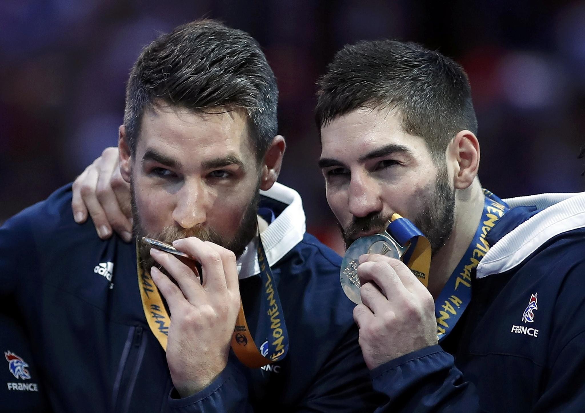 Luka y Nikola Karabatic, con el oro del Mundial.