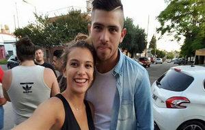 Rossi y su novia, la que le denunció por violencia de género.