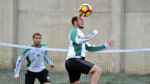Zozulya, en un entrenamiento con el Betis
