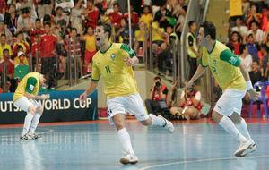 Neto celebra el gol que dio el Mundial 2012 a Brasil frente a España.