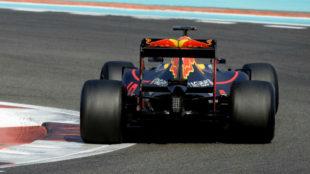 Ricciardo prueba los nuevos neum�ticos de Pirelli en el test de Abu...