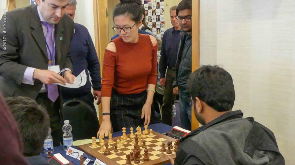 La campeona mundial china Yifan Hou