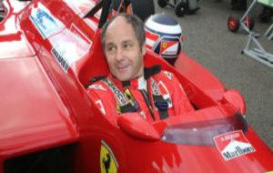 Gerhard Berger, en una exhibici�n con uno de sus antiguos Ferrari.
