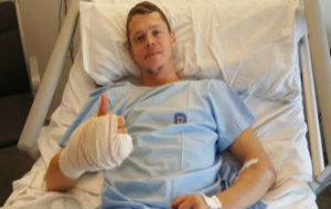 Tito Rabat, ya operado, en el hospital Universitario Dexeus