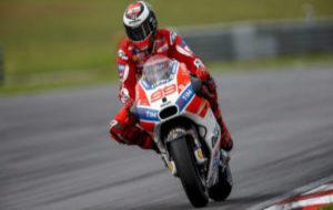 Jorge Lorenzo, sobre su Ducati GP17 en Sepang.