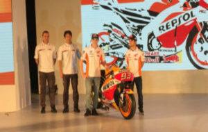 Marc M�rquez y Dani Pedrosa junto a la nueva RC213V