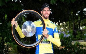 El australiano Damien Howson con el trofeo del Herald Sun Tour.