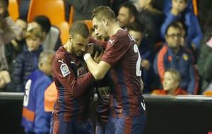 Pedro León y Lejeune celebran uno de los goles al Valencia