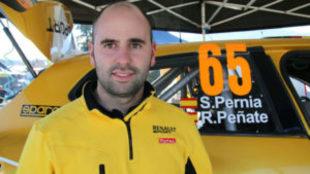 Surhayen Pernía, junto al Clio del preparador catalán ASM Motorsport