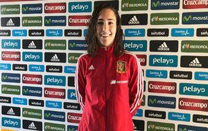 Sara Serrat durante una concentración con la selección española.