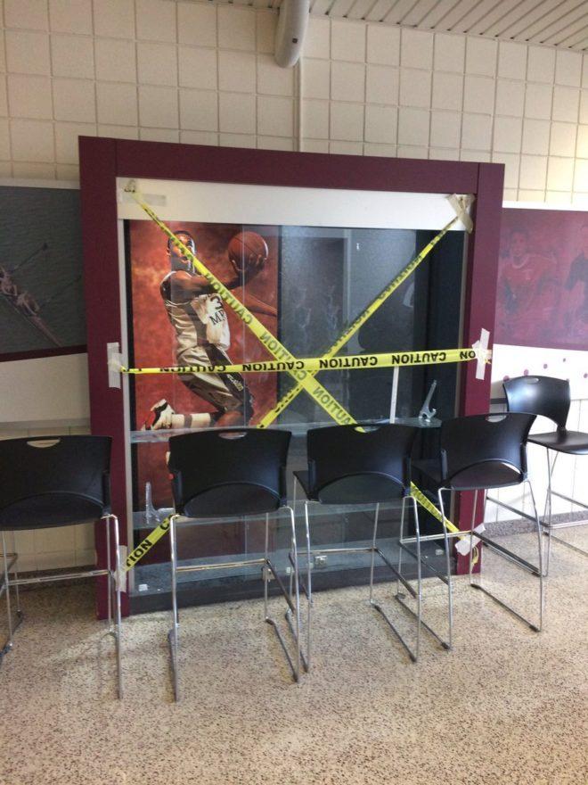 Robaron la vitrina hecha en honor a Kobe Bryant en su escuela secundaria