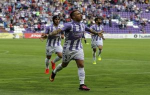 Raúl de Tomás (22), celebrando un gol con la elástica...