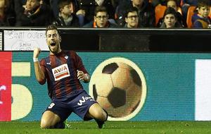 Sergi Enrich celebrando uno de sus goles ante el Valencia.